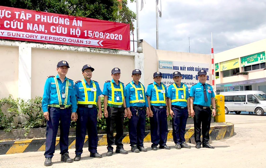 Đội bảo vệ tham gia diễn tập PCCC